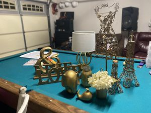 Gold/home decor girls room for Sale in Victorville, CA