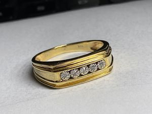 "14KT Gold Natural Diamond Ring size 9 ""presents beautifully"" for Sale in Miami Gardens, FL"