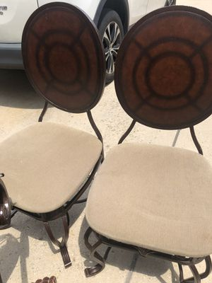 Dining room table with 4 chair for Sale in Riverdale, MD