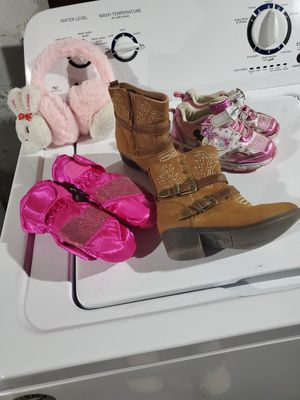 Toddlers girl snow boots and shoes gloves size 8 for Sale in West Haven, CT