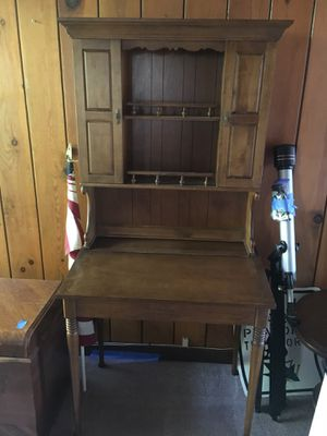 Beautiful maple desk/hutch for Sale in San Jose, CA