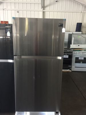 Samsung stainless top freezer fridge for Sale in San Luis Obispo, CA
