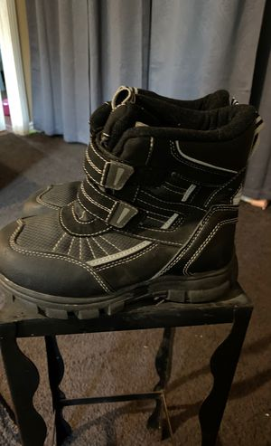 The Children's Place kids size 2, snow boots for Sale in West Carson, CA