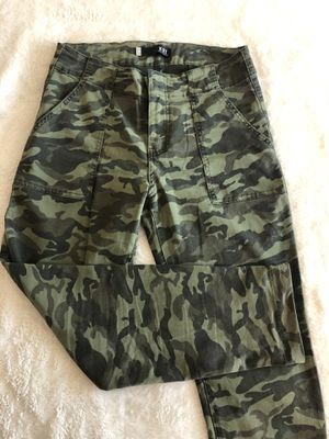 Kut camo cropped pants for Sale in Portland, OR