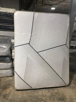 Queen pillowtop mattress with boxspring for Sale in Compton,  CA