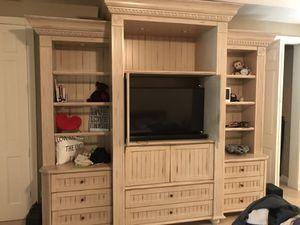 Dresser/entertainment center for Sale in Pompano Beach, FL