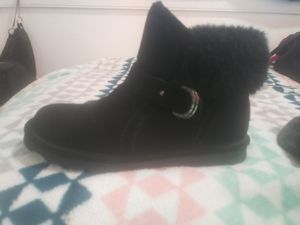 BEARPAW SIZE 8 BOOTS for Sale in Taft, CA