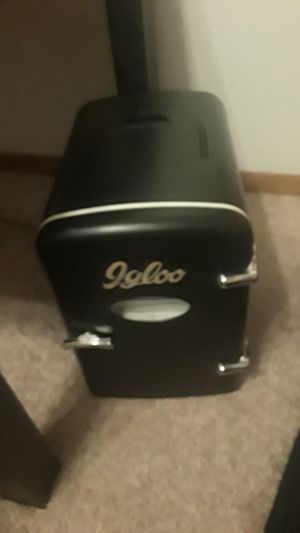 igloo mini fridge for Sale in Puyallup, WA