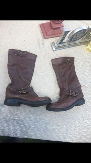 Boots size 1,5 for Sale in San Diego, CA