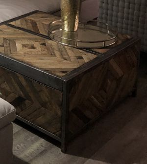 Living spaces coffee table for Sale in Milpitas, CA
