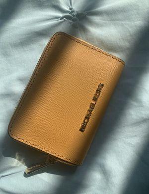 Michael kors wallet for Sale in Bell Gardens, CA