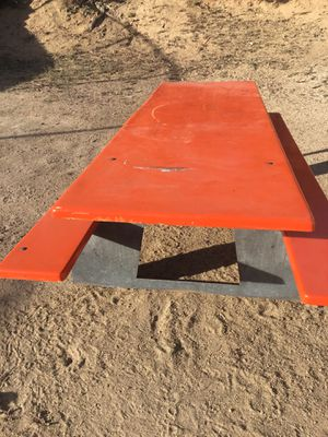 Picnic table for Sale in Moreno Valley, CA