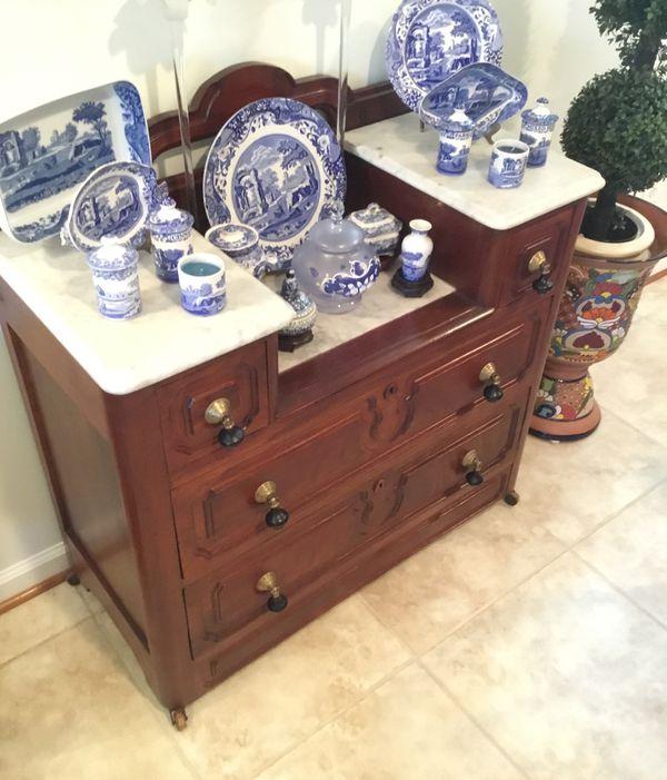 Classic wood furniture table