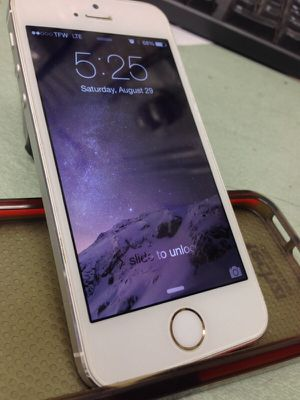 iPhone 5s Att carrier for Sale in Rockville, MD