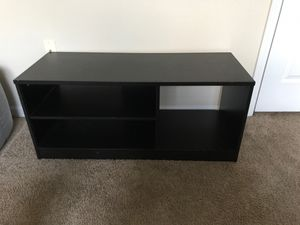 Desk and tv stand for Sale in Gahanna, OH