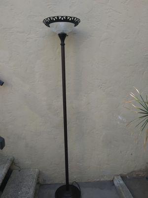 Floor lamp. Lampara de piso for Sale in Long Beach, CA