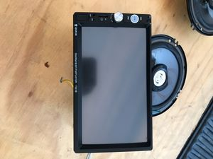 Estéreo screen touch y Par despeaker for Sale in National City, CA