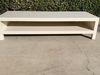 White Coffee Table/ Tv Stand $65 59x22x14 for Sale in Corona,  CA