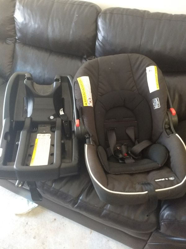 Graco baby car seat rear facing.