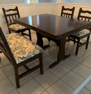 Table and Chairs FREE for Sale in Arlington, TX
