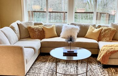 Macy's Sectional Couch Very Nice!!! for Sale in Olalla,  WA