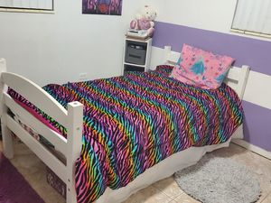 Twin bed frame for Sale in Miami Gardens, FL