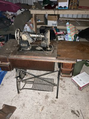 Working antique singer sewing machine table for Sale in Austin, TX