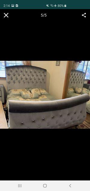 Bedroom set queen for Sale in Stockton, CA