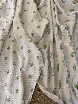 Aden and Anais Muslin Swaddle Blankets 2 for Sale in Henderson,  NV