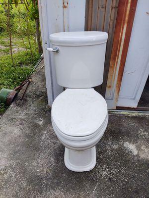 Toilet for Sale in North Miami Beach, FL