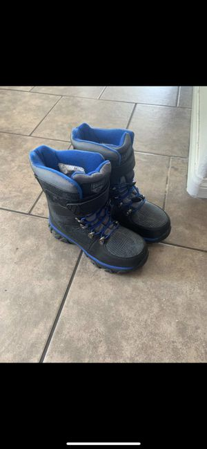 Boys snow boots size 4 for Sale in Fountain Valley, CA