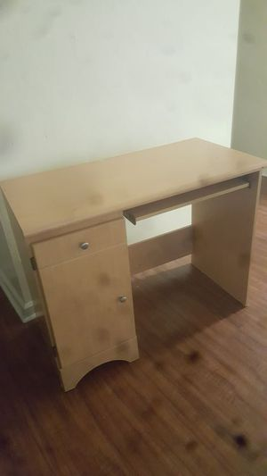 Soft wooden Desk for Sale in Tallahassee, FL
