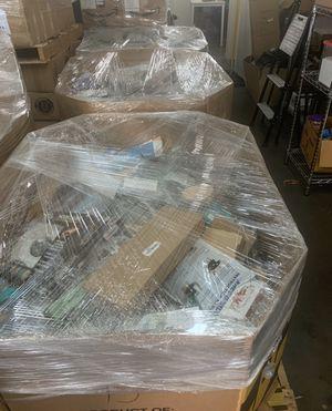 Paletas de Amazon mercancía general for Sale in Glendora, CA