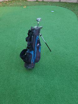 Kids Beginner Golf 5 Club Set and Golf Bag for Sale in Encinitas,  CA