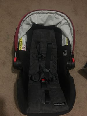 Graco snugride 30 LX ultra light weight infant rear facing car seat with base for Sale in Charlotte, NC