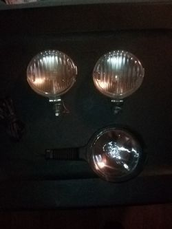 $40 ,value .. spotlight and 2 fog lights ONLY $10 FIRM for Sale in Las Vegas,  NV