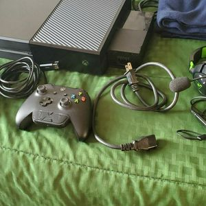 First Generation Xbox One Bundle for Sale in Coronado, CA