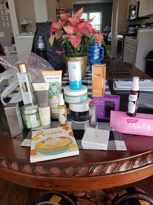 Name brand beauty bundle for Sale in Southgate, MI