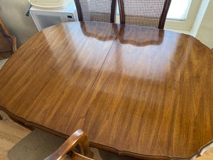 Kitchen table with leaf and 6 chairs for Sale in Bakersfield, CA