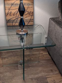 Full Glass Side Table for Sale in Renton,  WA