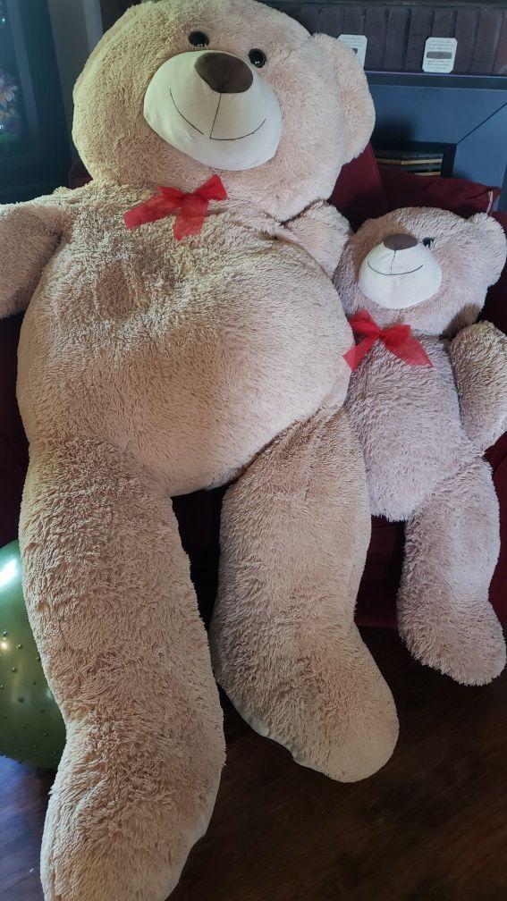 Huge and little teddy bear