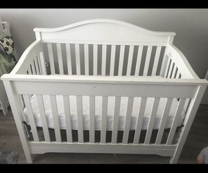 Crib and changing table (white) $150 or best offer for Sale in San Jose, CA