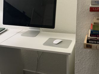 White desk for Sale in Los Angeles,  CA