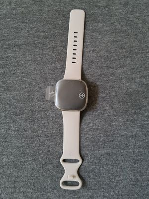 Fitbit Watch 100$ for Sale in Fresno, CA