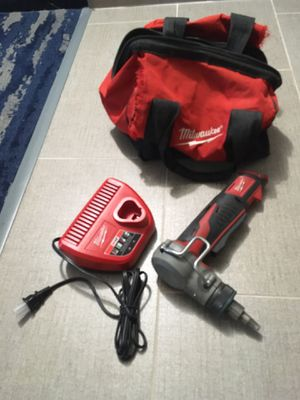 pro pex half inch milwaukee m12 expansion tool with charger and bag for Sale in Longview, TX