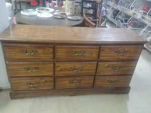 Dresser with mirror for Sale in Waynesboro, VA