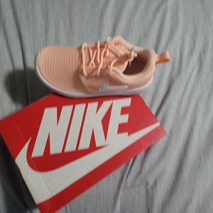 NIKE ROSHE ONE (PS) ZASI:12C for Sale in Lake Stevens, WA
