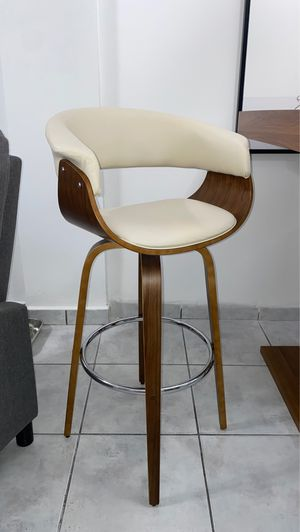 Modern wooden dinning table with two chairs for Sale in Hialeah, FL