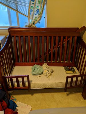 Covertable Baby Crib Toddler Bed for Sale in Salinas, CA
