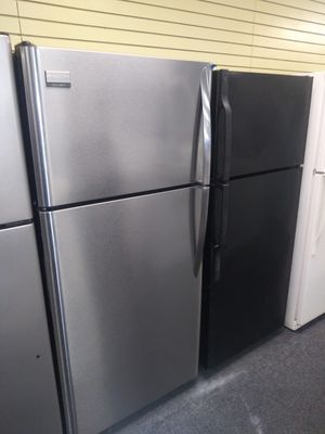 """Frigidaire 30""""wide top and bottom stainless steel refrigerator in exellent condition for Sale in McDonogh, MD"""